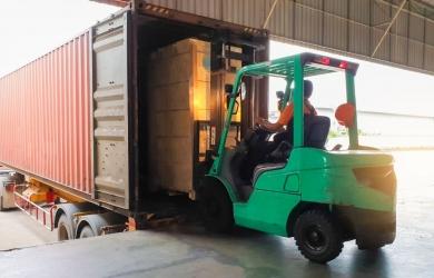 Containers lossen en laden